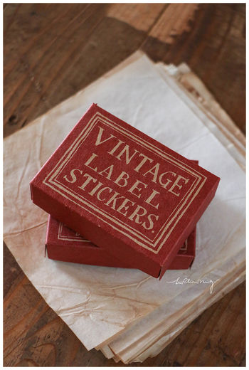 LCN | Red&Blue Label Sticker Box - with vintage background